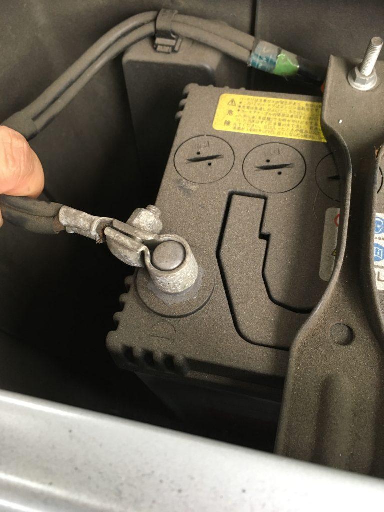 バッテリーのマイナス端子接続