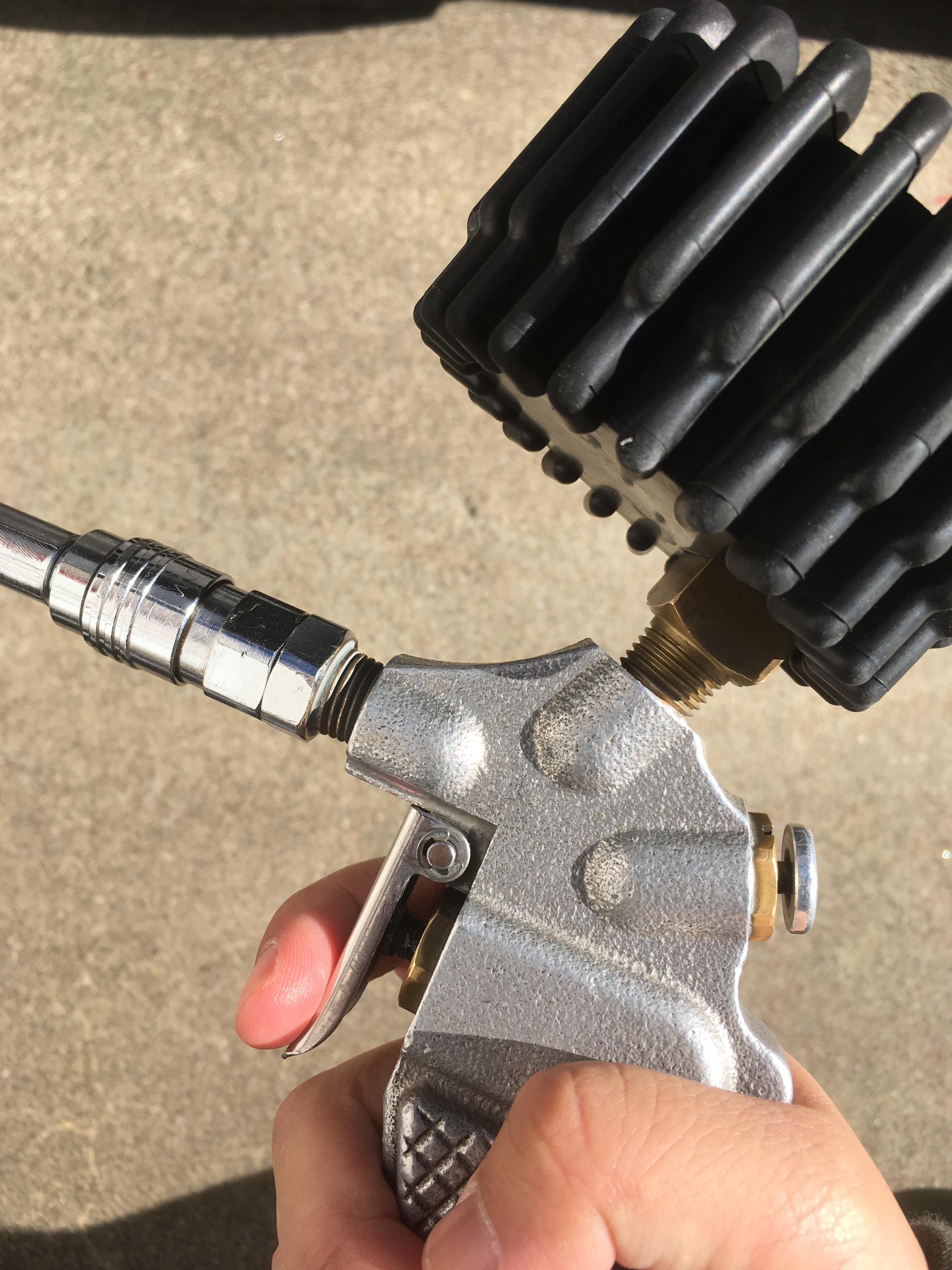 タイヤの空気入れる機械の注入レバー