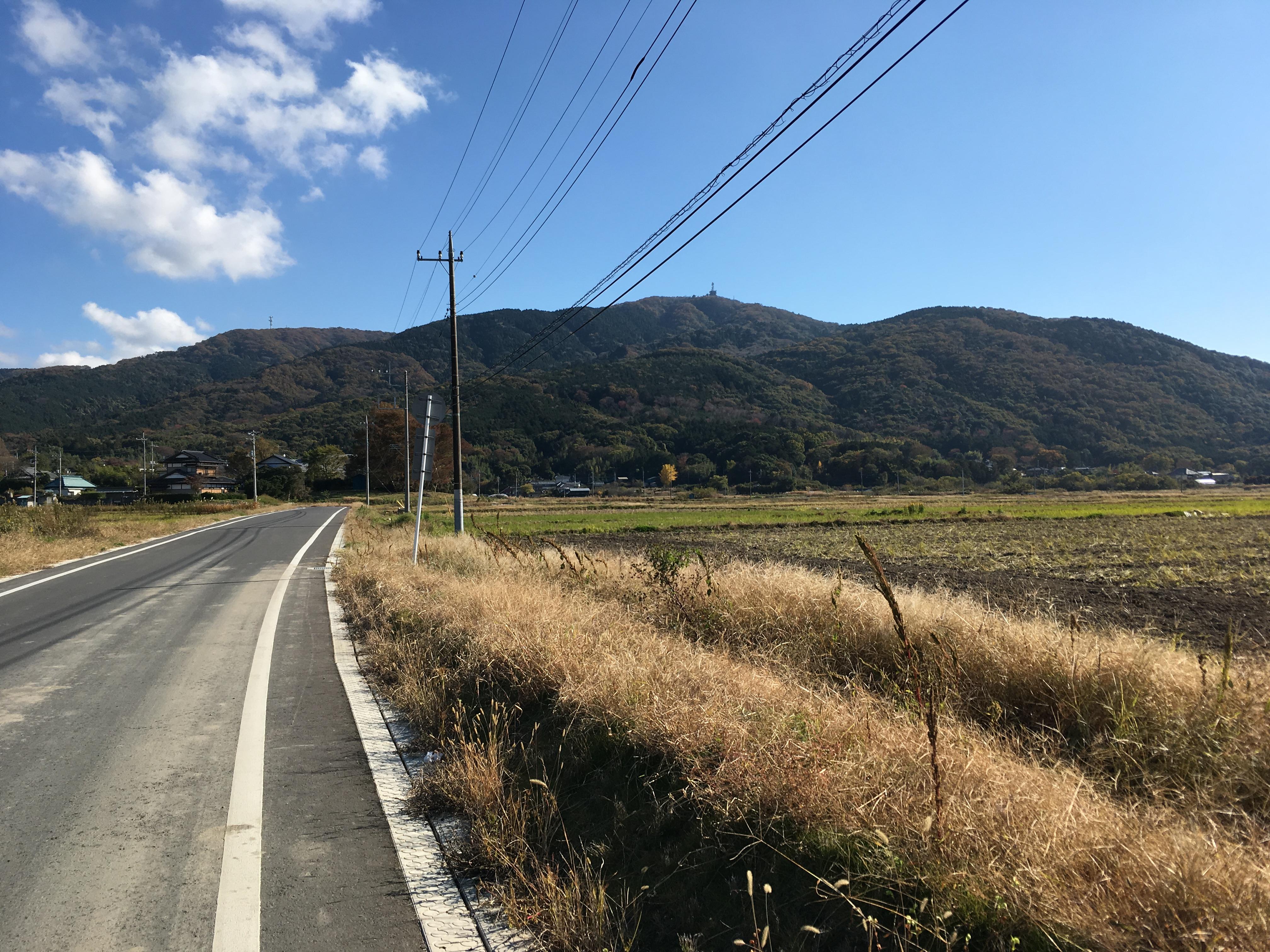 宝篋山 舗装された道路
